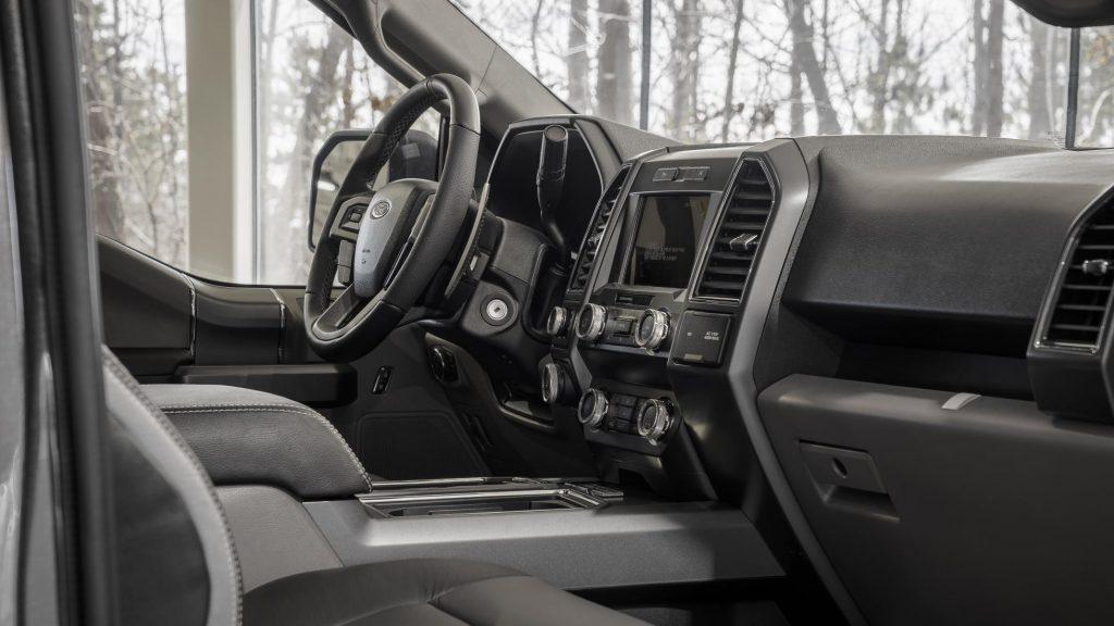 Esta radical Ford F-150 tem motor V8 do Mustang debaixo do capot