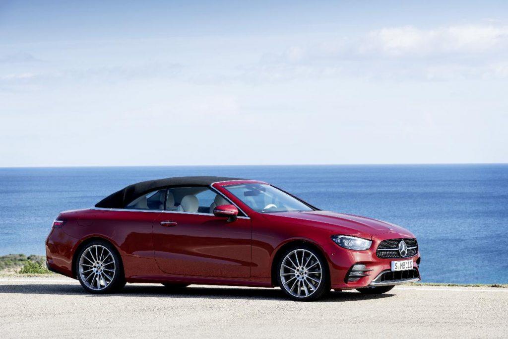 Mercedes-Benz Classe E recebe renovação estética e tecnológica