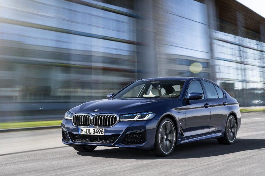 BMW lança três novidades de uma vez com foco na eletrificação
