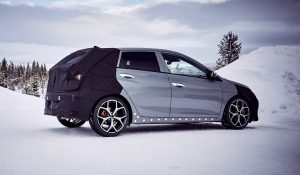 Desportivo Hyundai i20 N mostra o que vale em passeio na neve
