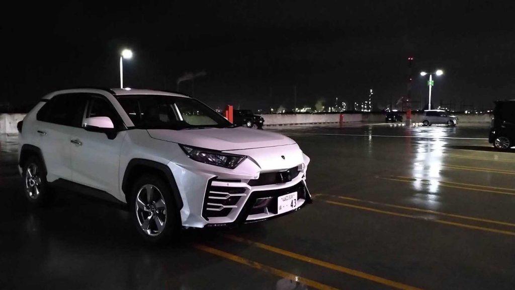Empresa japonesa transforma Toyota RAV4 num Lamborghini Urus