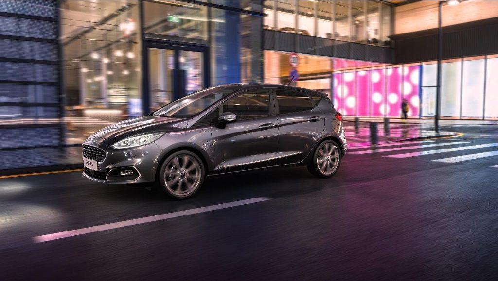 Ford Fiesta recebe motorização mild hybrid e reforço tecnológico