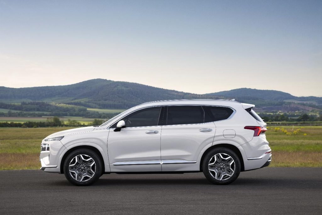 Hyundai mostra primeiras imagens do renovado Santa Fe