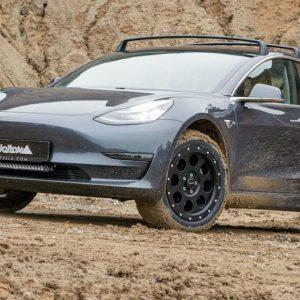Tesla Model 3 recebe tratamento para aventuras fora-de-estrada