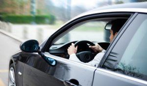 Se o seu carro cheira a novo, saiba que a sua saúde está em risco