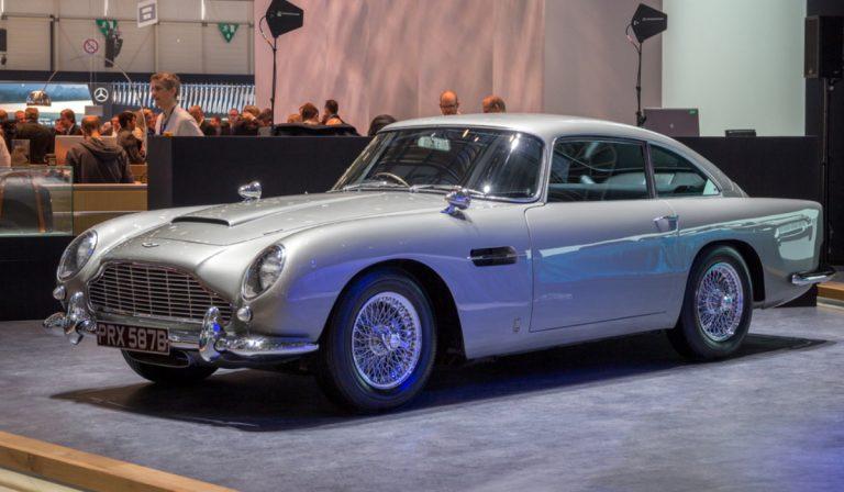 James Bond e o emblemático Aston Martin DB5