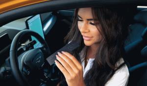 Ford cria perfume ideal para condutores de carros elétricos